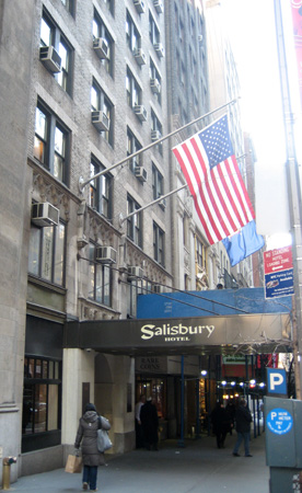 A fachada do Salisbury Hotel