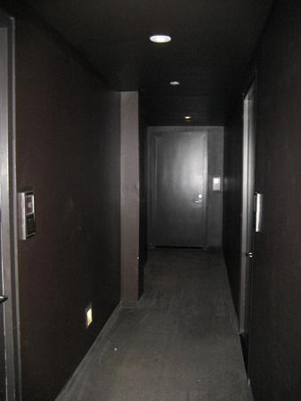 Tão escuros os corredores...