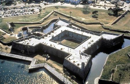 Vista aérea do Castillo de San Marcos (Fonte: http://www.southerntravelnews.com/NewsRelease.aspx?NewsId=53)