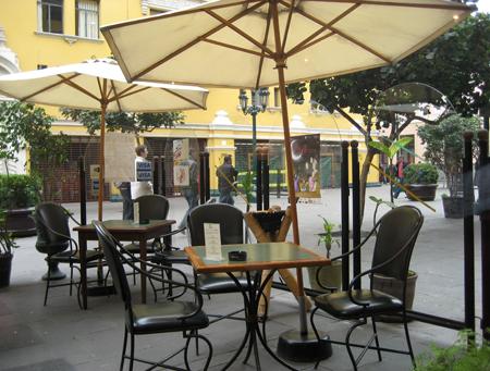 """A varanda do café """"sem nome""""..."""