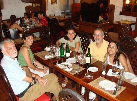 Meus pais, eu, JB e Bia no El Sanjuanino, Buenos Aires