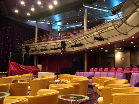 Teatro vazio me dá uma tristeza... :-(