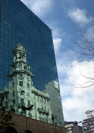 Edificio na Avenida 18 de Julio