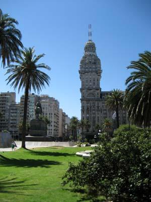 Plaza Independencia / Palacio Salvo