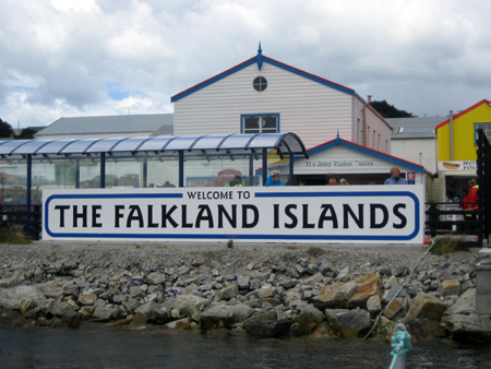 Terceira escala: Islas Malvinas ou Falkland Islands?