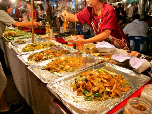 Mercado Noturno (Fonte: http://nyctravelbug.wordpress.com/2012/12/10/chiang-mai-night-market)