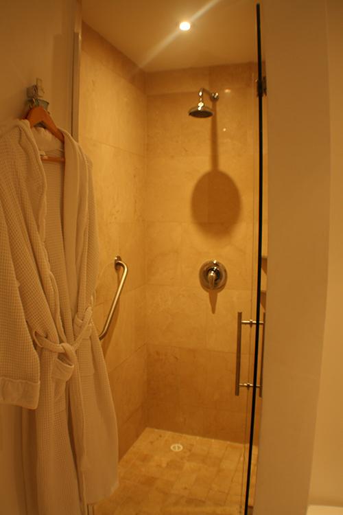 Banheiro bem equipado