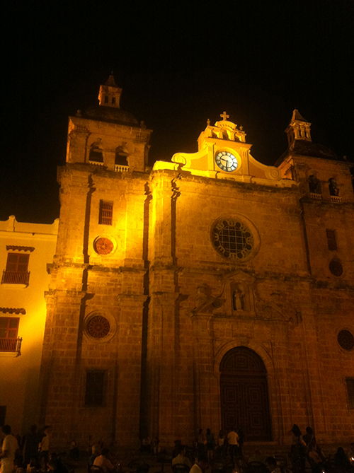 E a Iglesia de San Pedro Claver à noite...