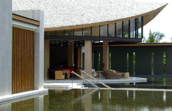 Doppio Coffee House, bem na entrada do Renaissance Phuket Resort & Spa