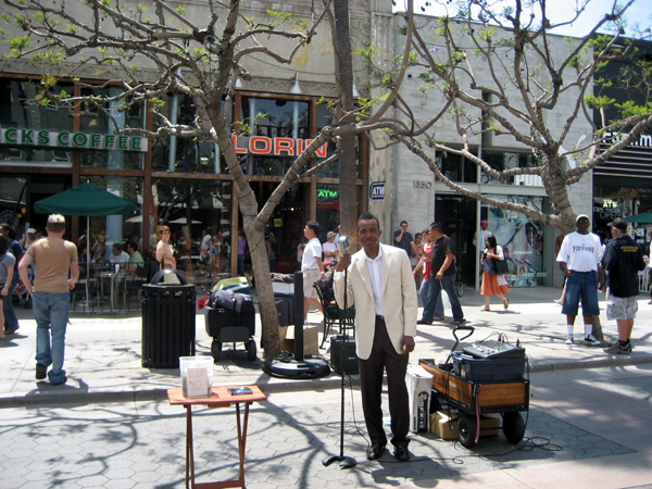 Artista de rua na 3rd Street Promenade