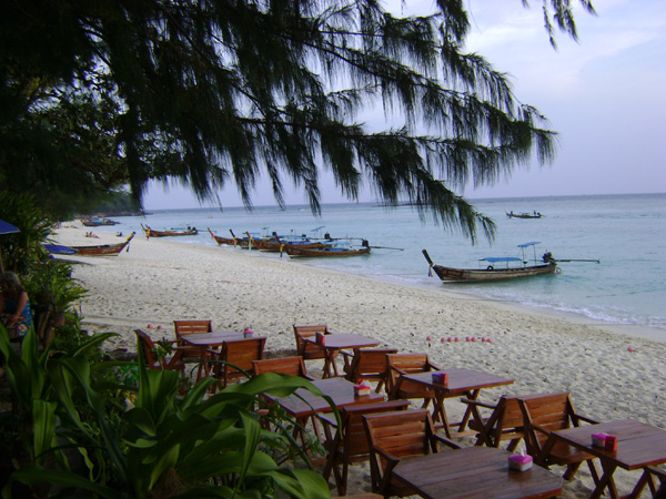 Bar / restaurante pé-na-areia (literalmente!)