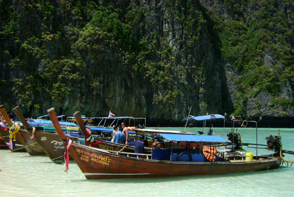 Barcos em Maya Bay