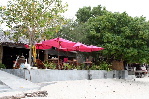 Bar / restaurante em frente à praia