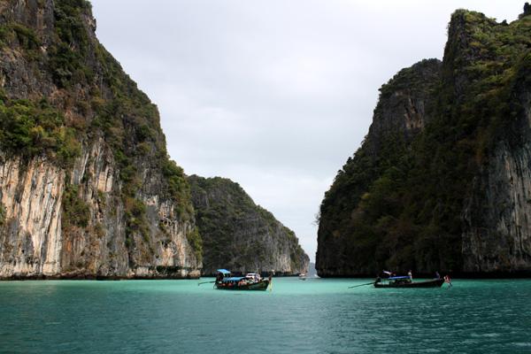 Barcos em Maya Bay...