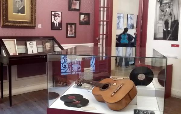 O violão, um dos destaques...